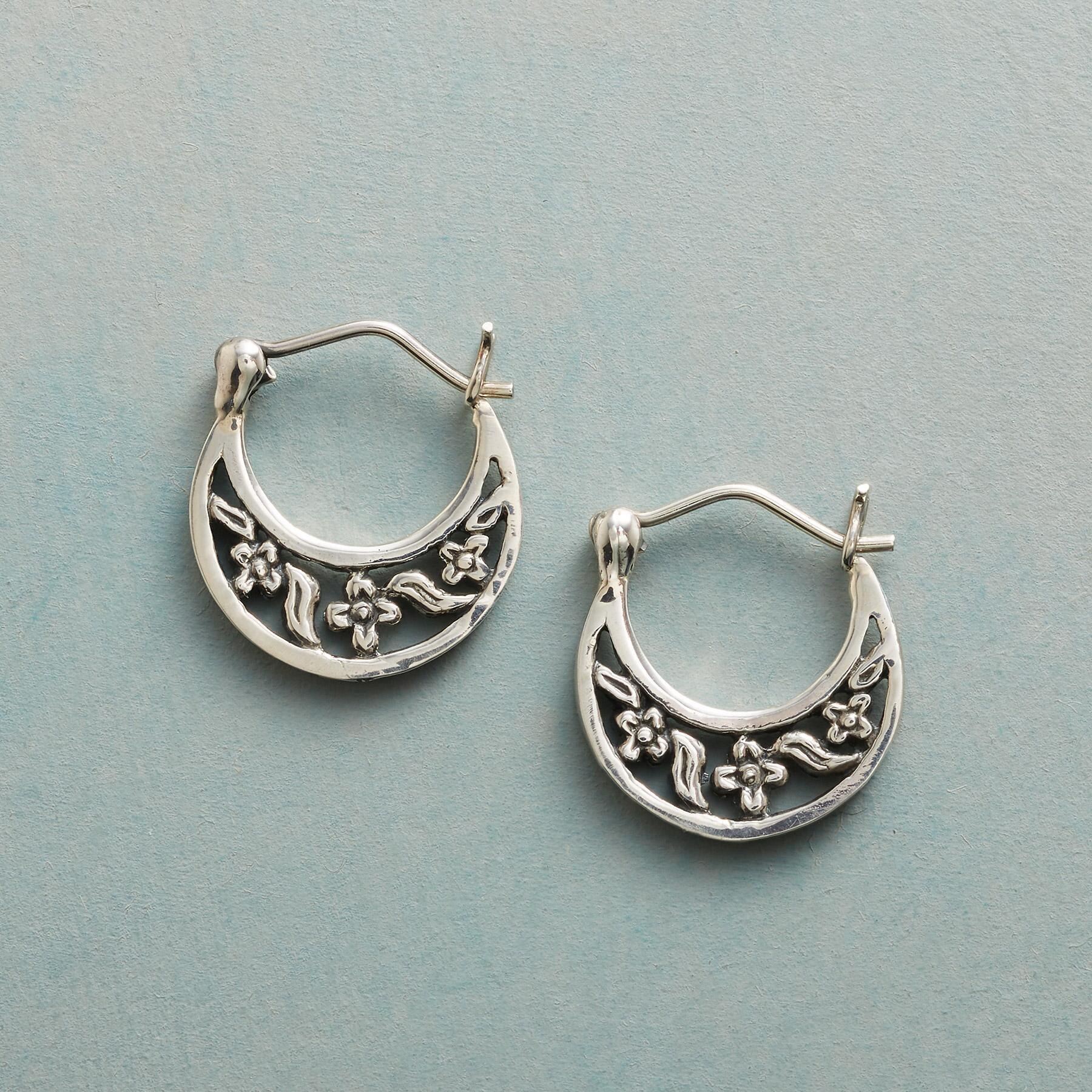 SPRING BOWER EARRINGS: View 1