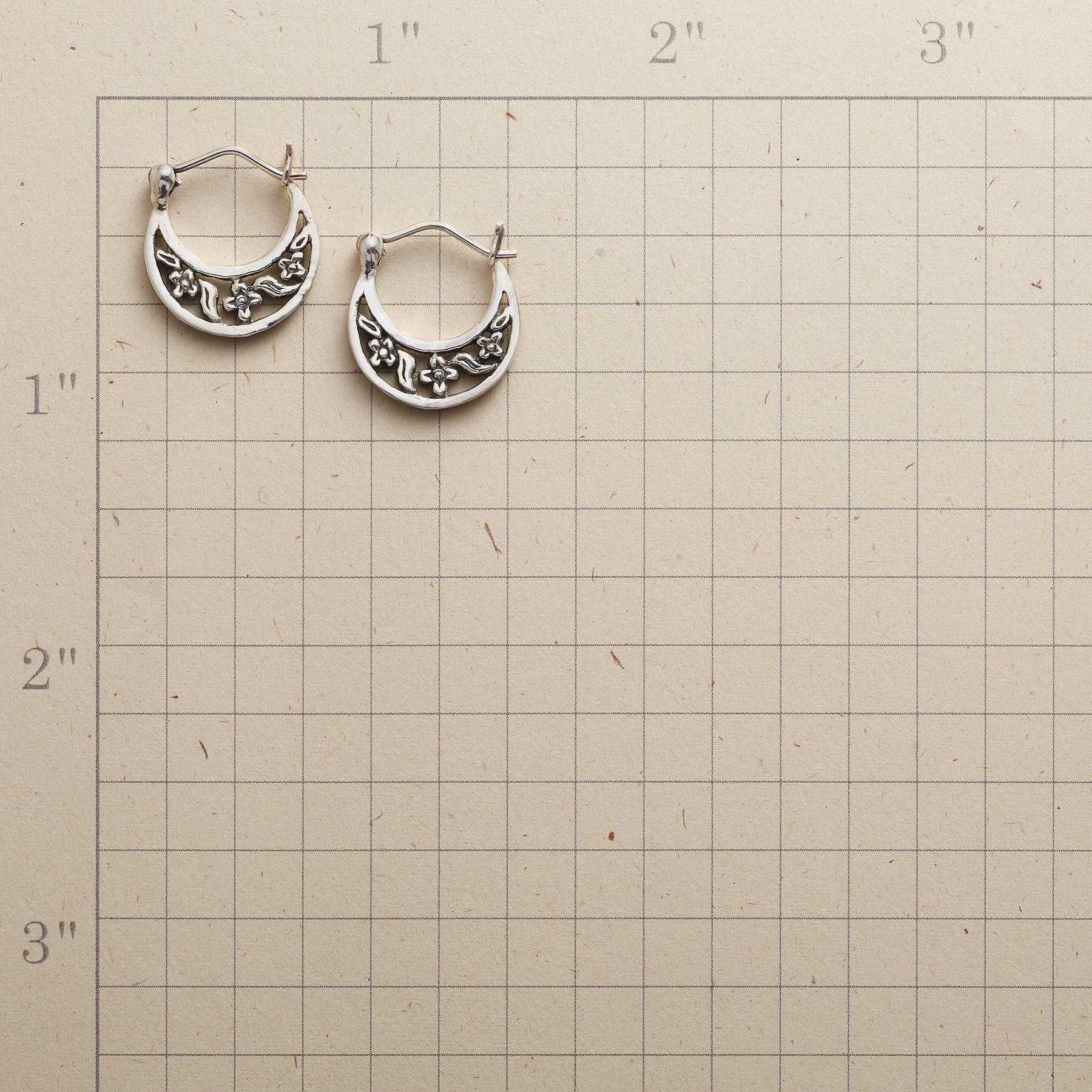 SPRING BOWER EARRINGS: View 2