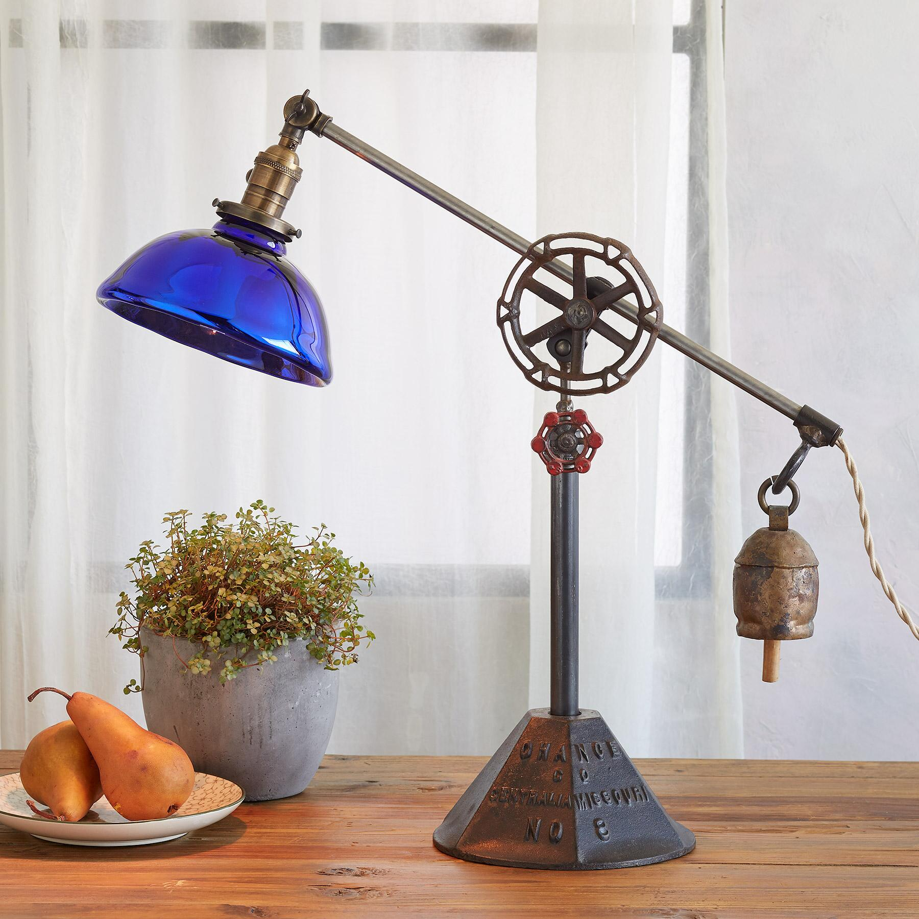 TAHOE TABLE LAMP: View 1