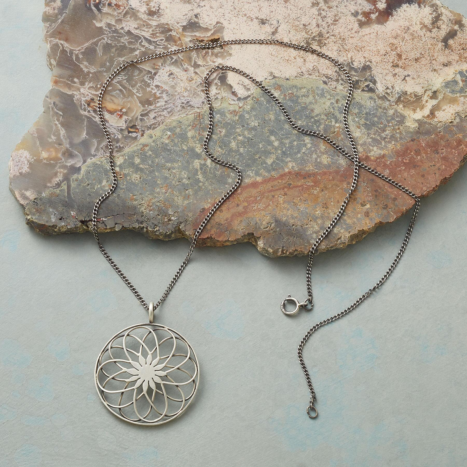 SPIRALGRAPH NECKLACE: View 2