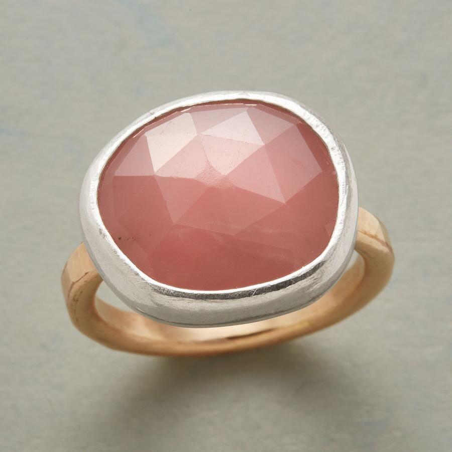 GUAVA QUARTZ RING