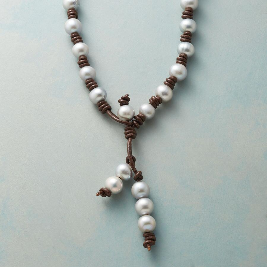 CHOCOLATE AND PEARLS NECKLACE
