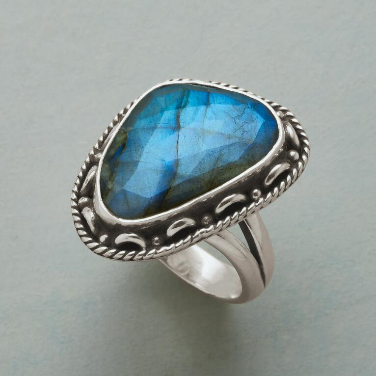 HEAVENLY VIEW RING