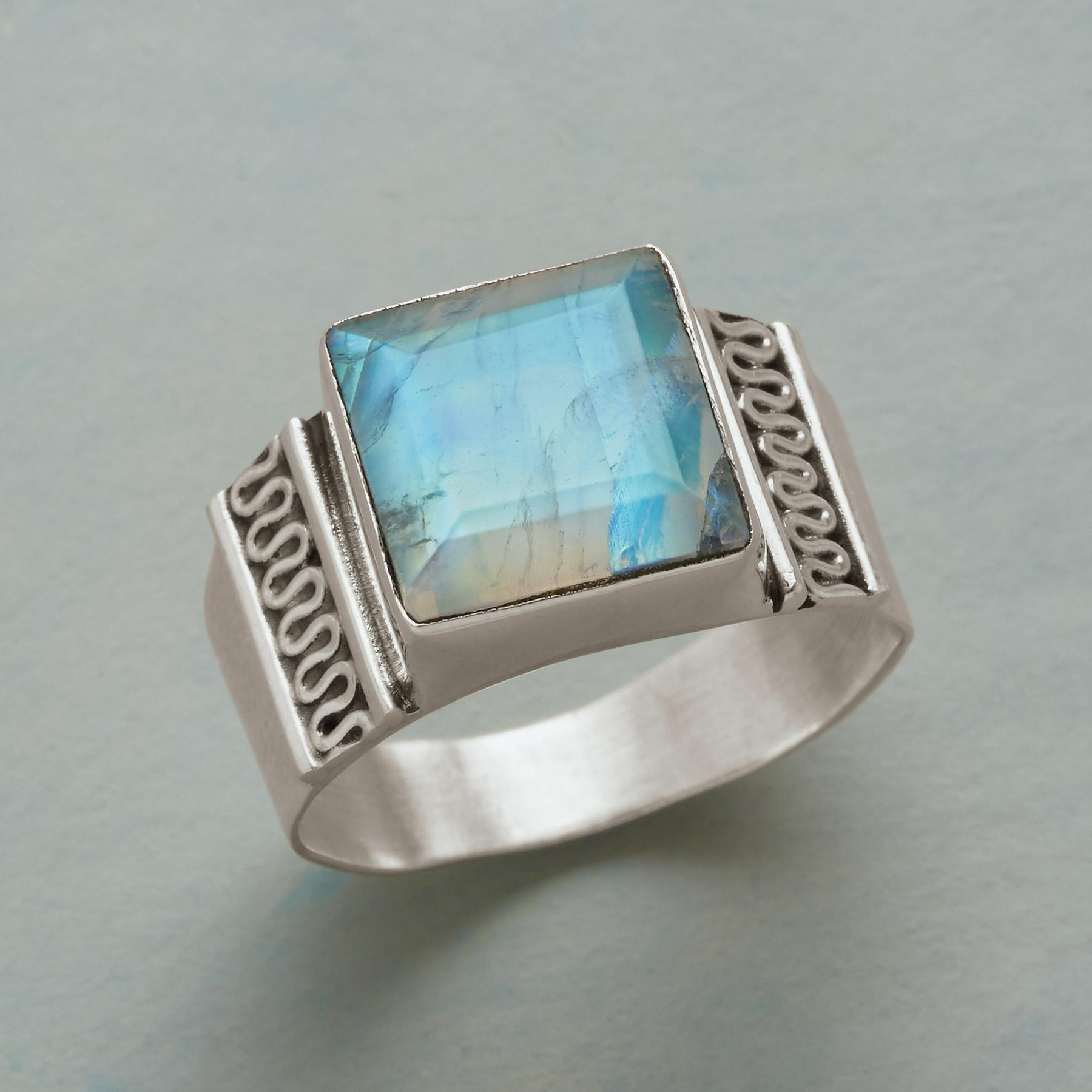 MODERN ICON RING: View 1