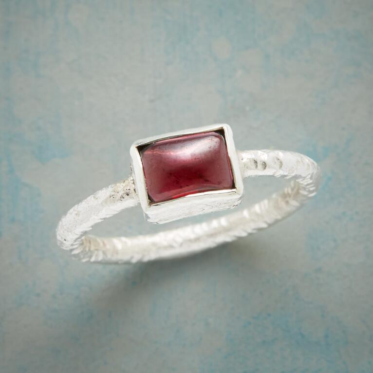 GARNET PILLOW RING