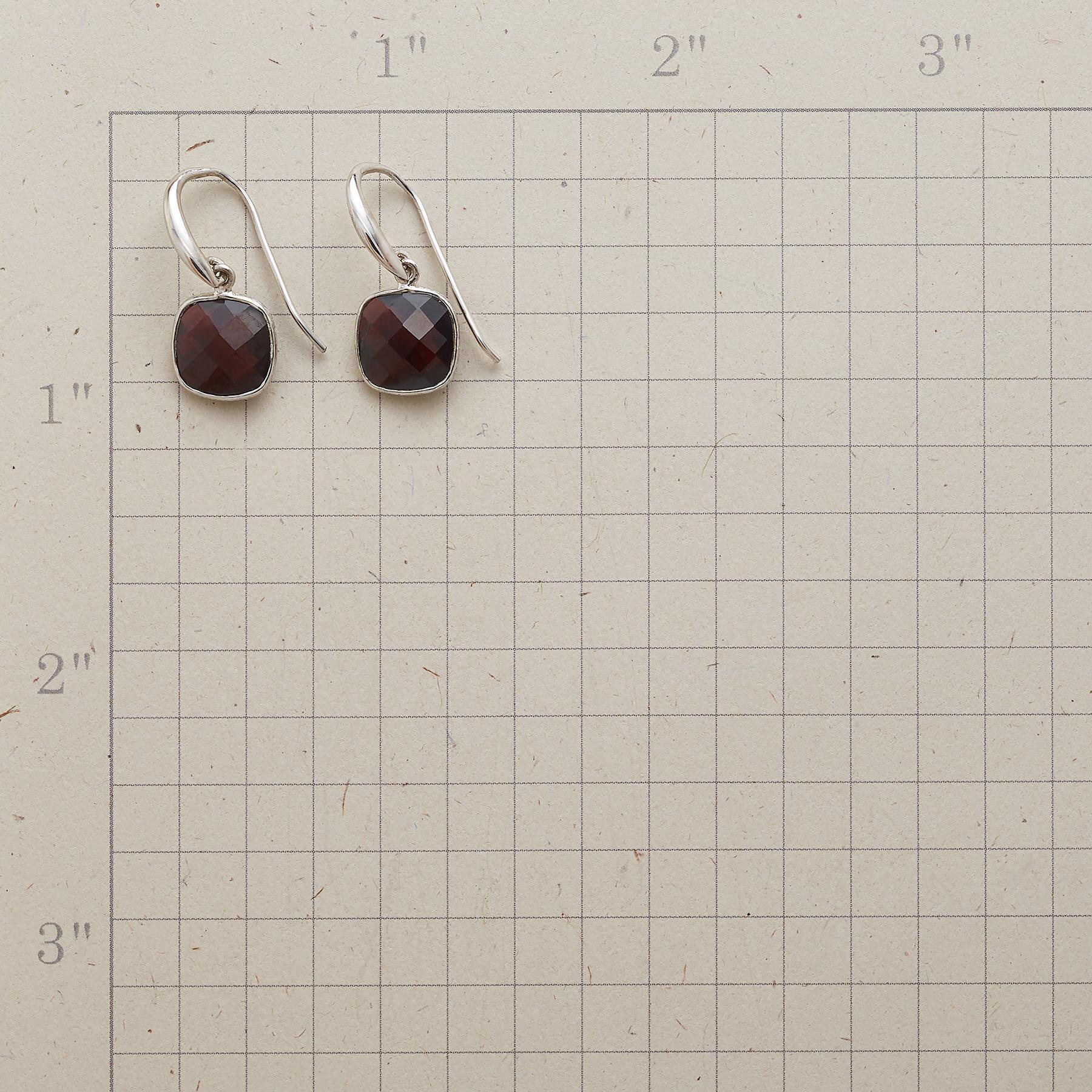 CHECKED GARNET EARRINGS: View 2
