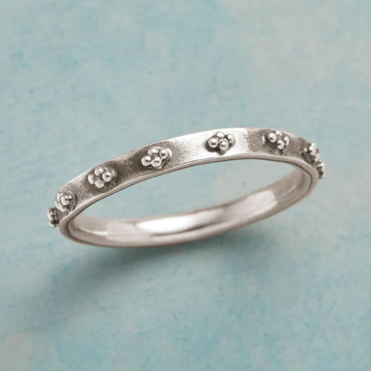 TINY CLOUDS RING