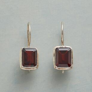 ba9d72cf1febd RED SQUARE EARRINGS