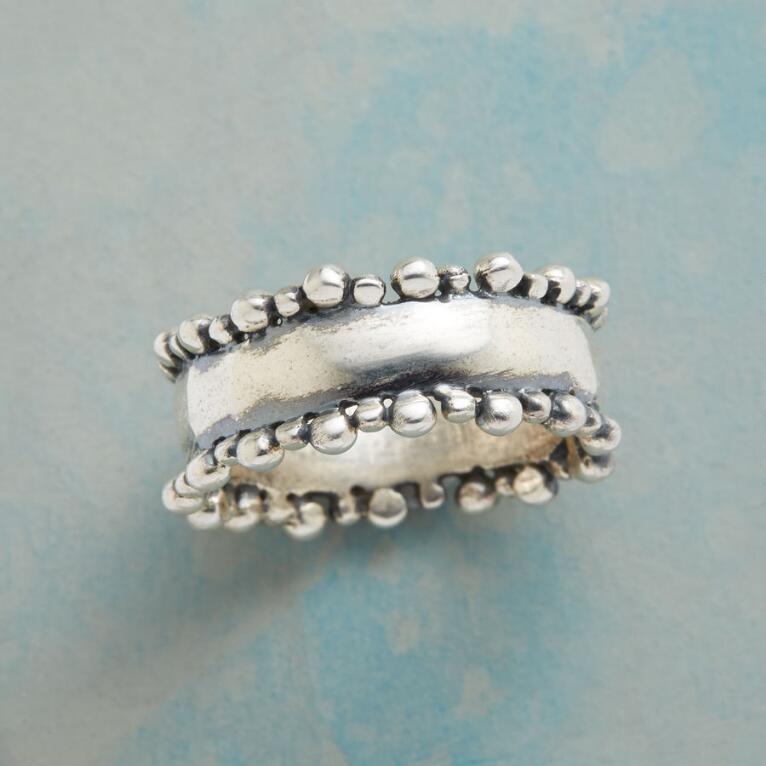 BUBBLY BORDER RING