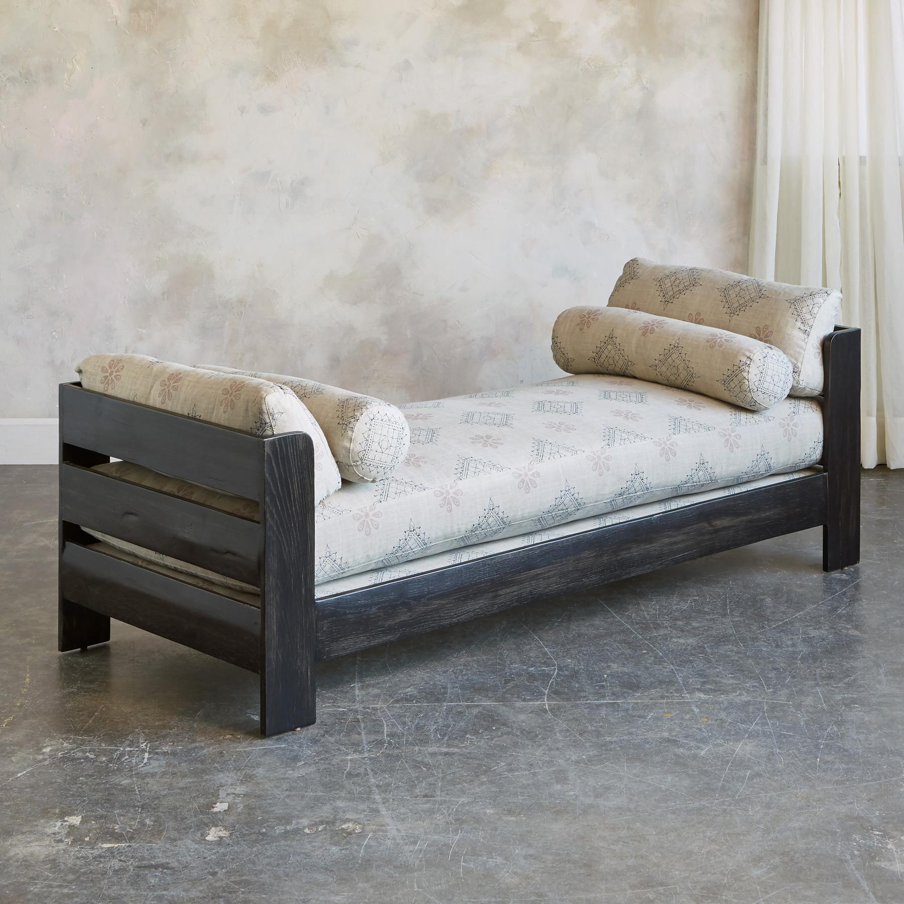 CARLA DAY BED: View 2