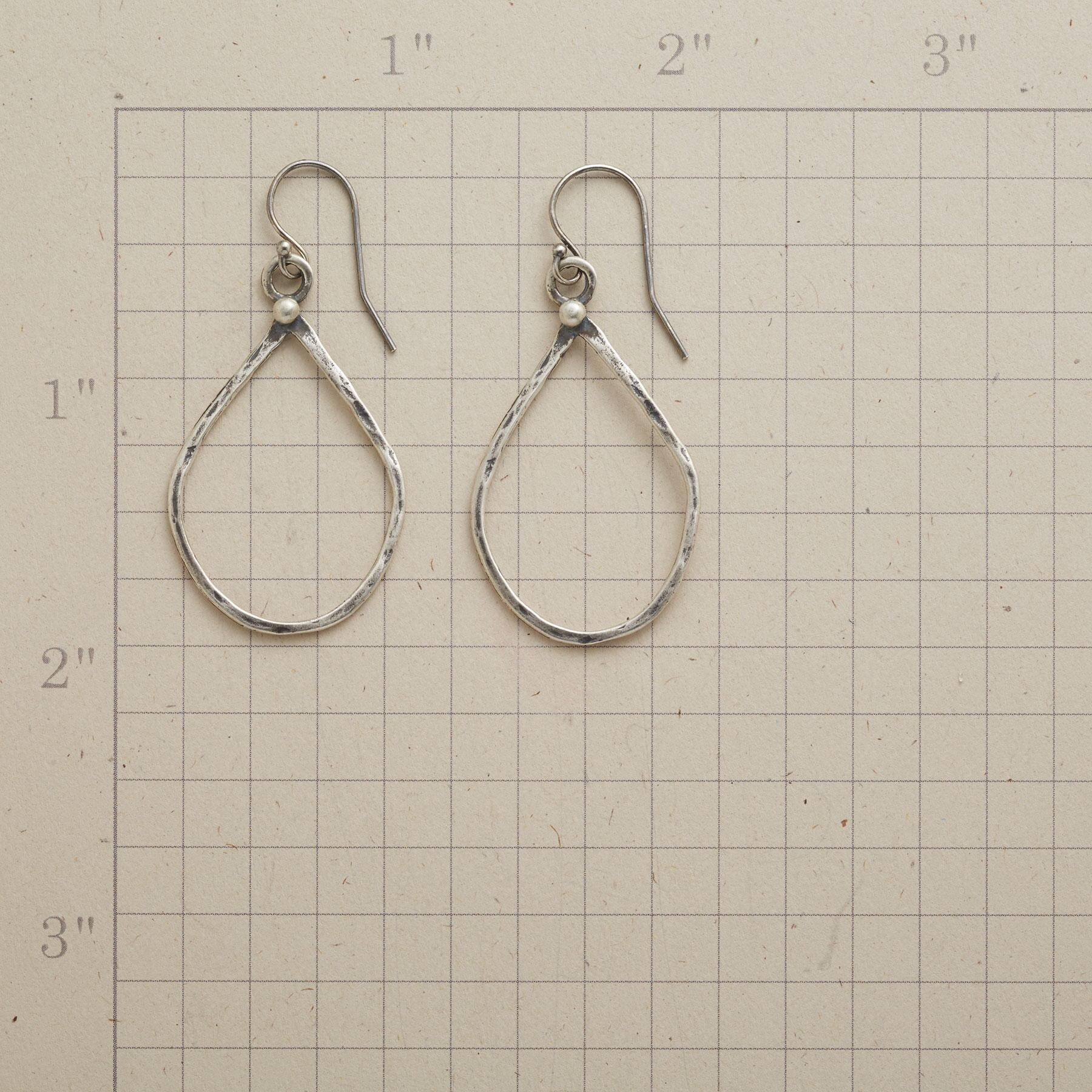 FIGURE PROMINENTLY EARRINGS: View 2