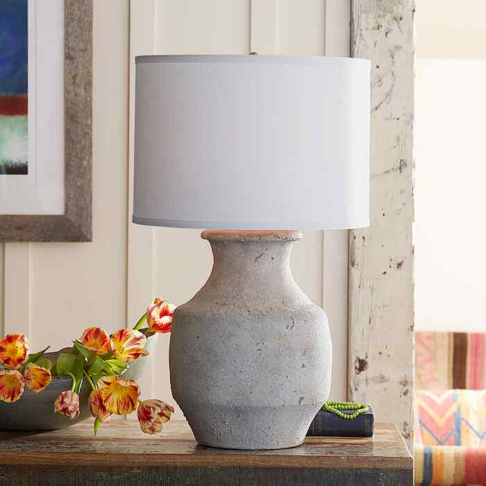 GRECIA TABLE LAMP