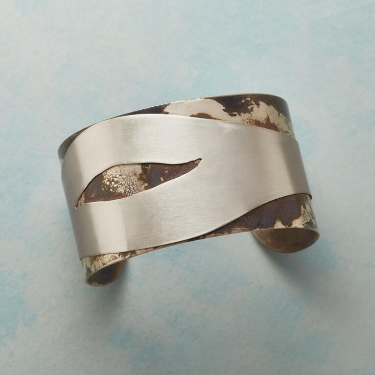 TIDES AND CURRENTS CUFF