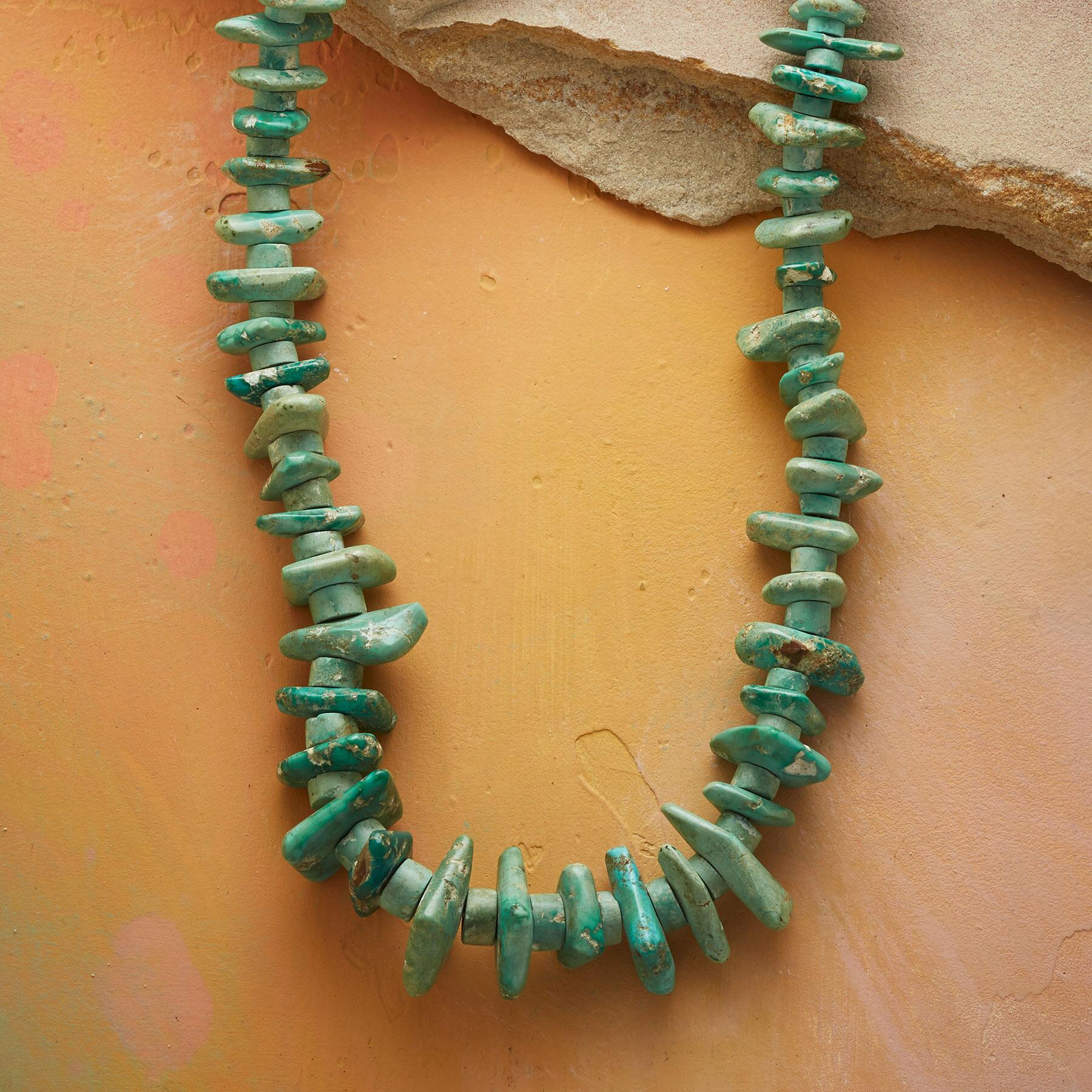 VINTAGE SANTO DOMINGO PUEBLO NECKLACE: View 1