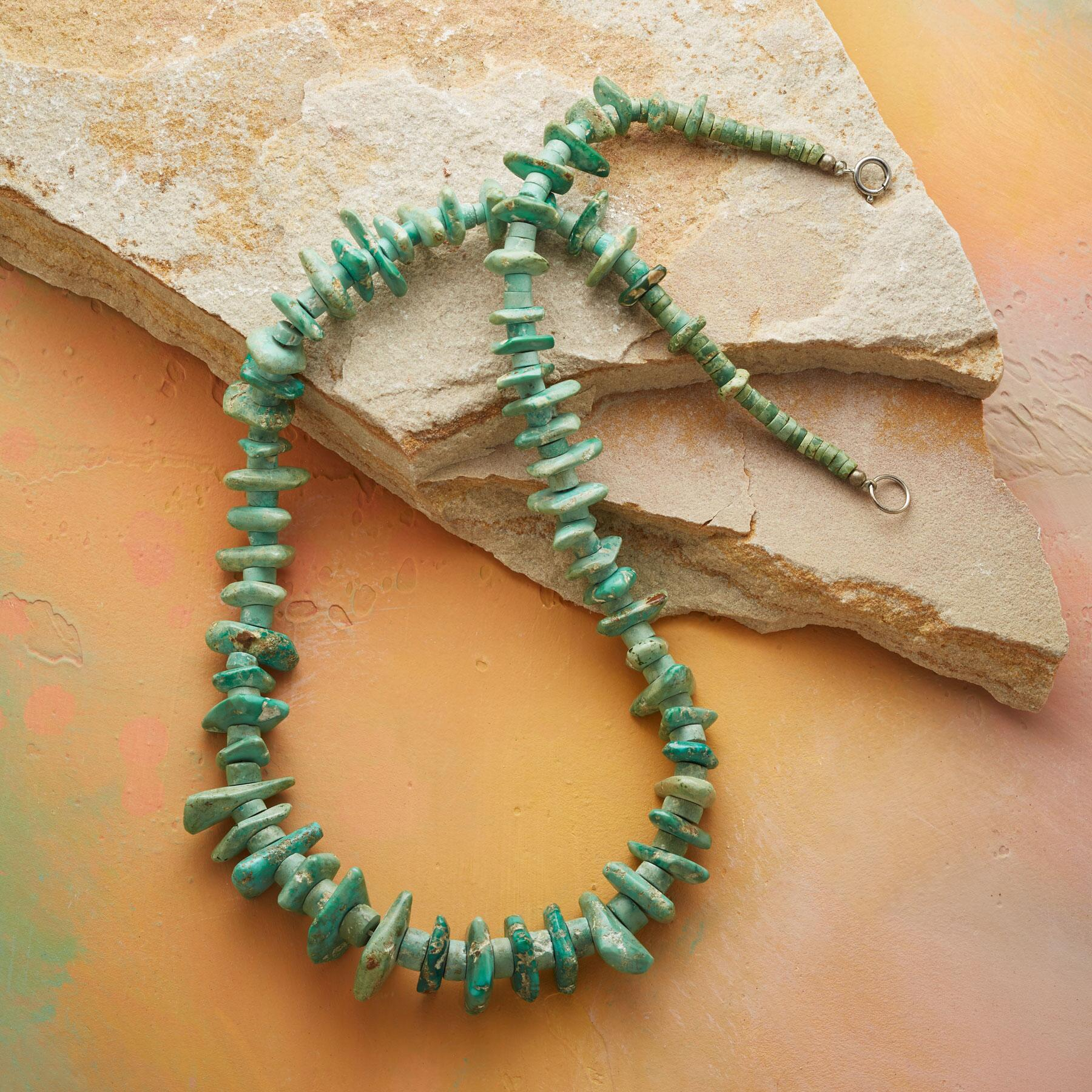 VINTAGE SANTO DOMINGO PUEBLO NECKLACE: View 2