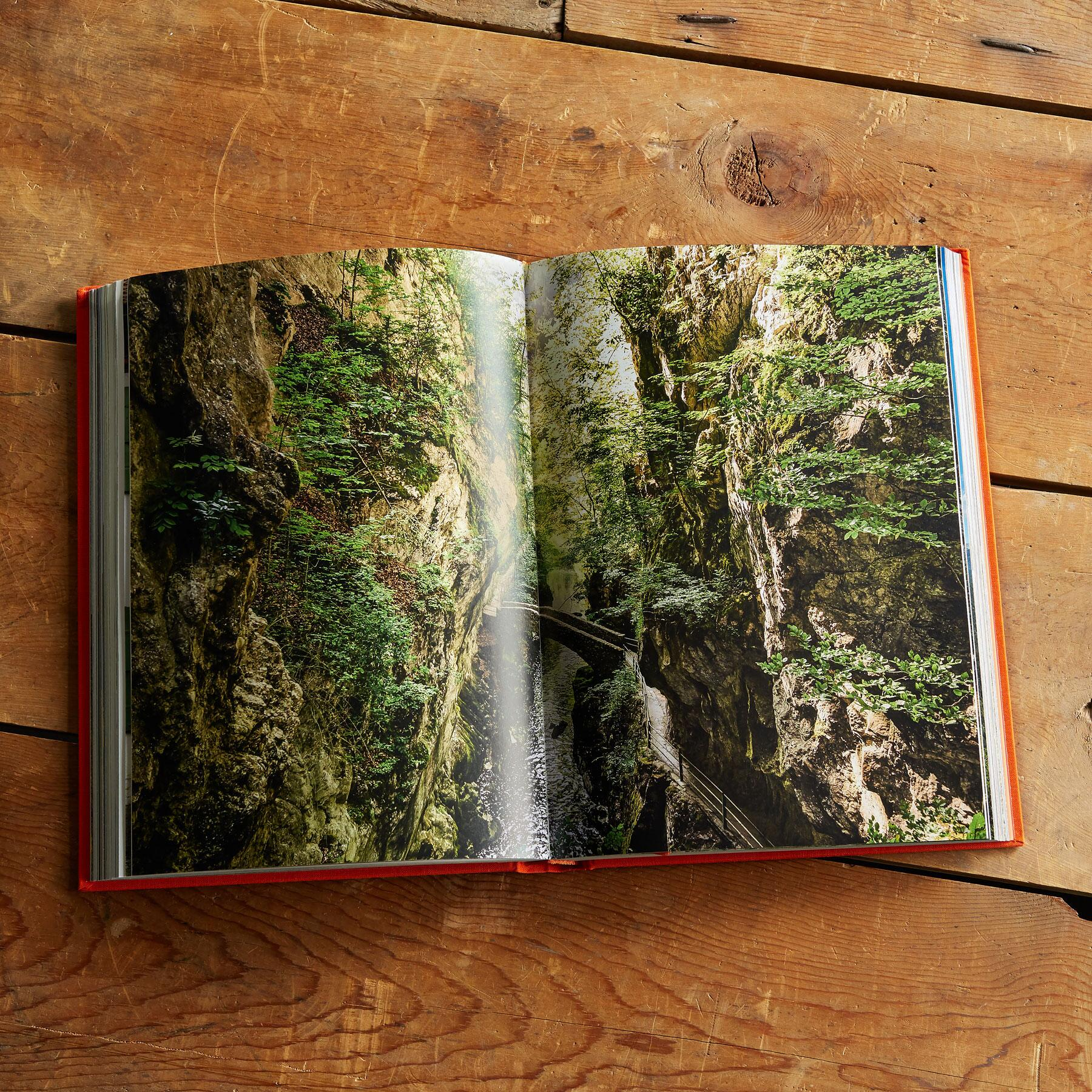 THE NEW YORK TIMES EXPLORER MOUNTAINS, DESERTS & PLAINS BOOK: View 3