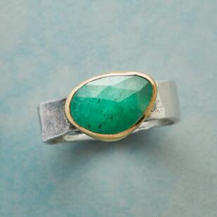 EMERALD ESSENCE RING