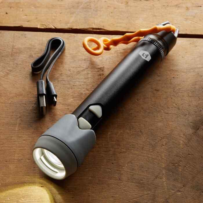 SPARK FLASHLIGHT & LIGHTER