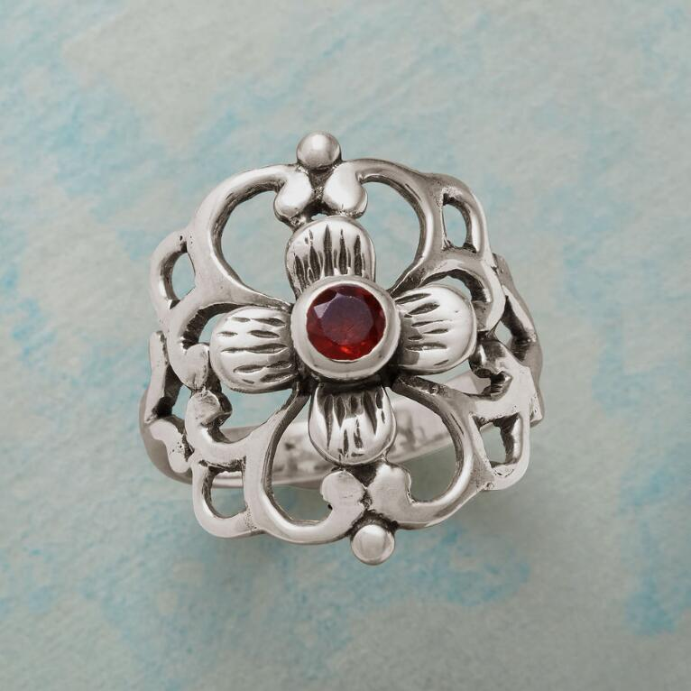 FLOURISHING FLOWER RING