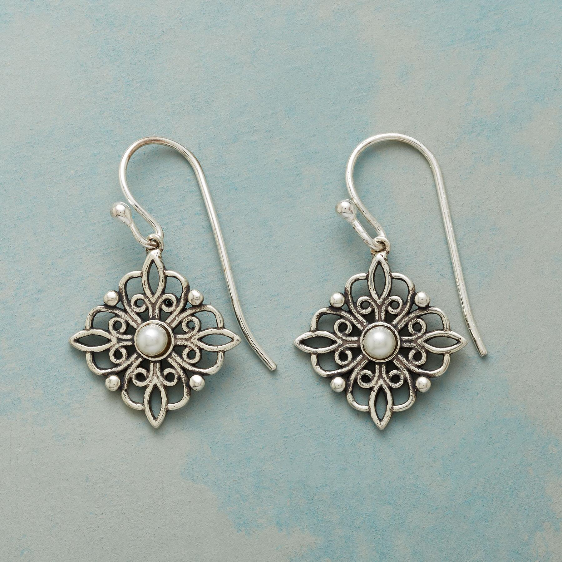 PEARLS AND LACE EARRINGS: View 1