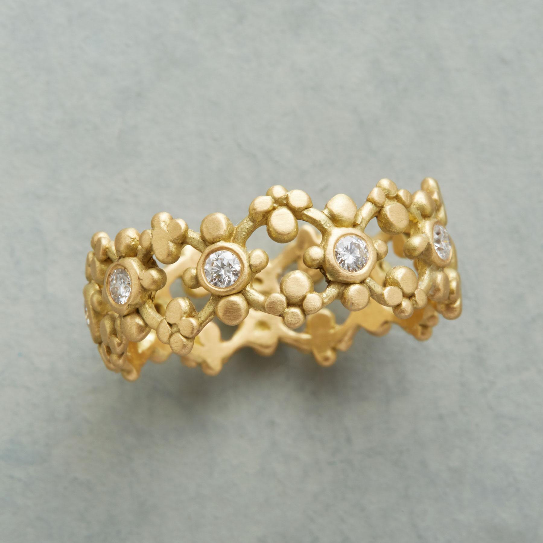 LA REINA DIAMOND RING: View 1
