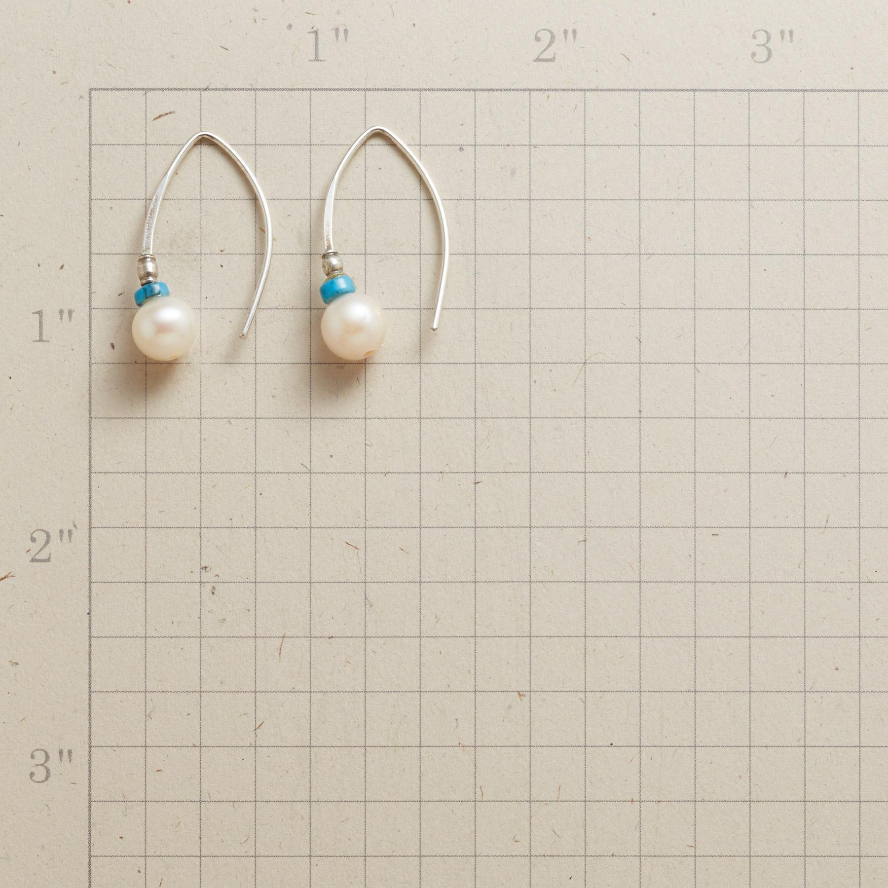 GLISSADE PEARL EARRINGS: View 2