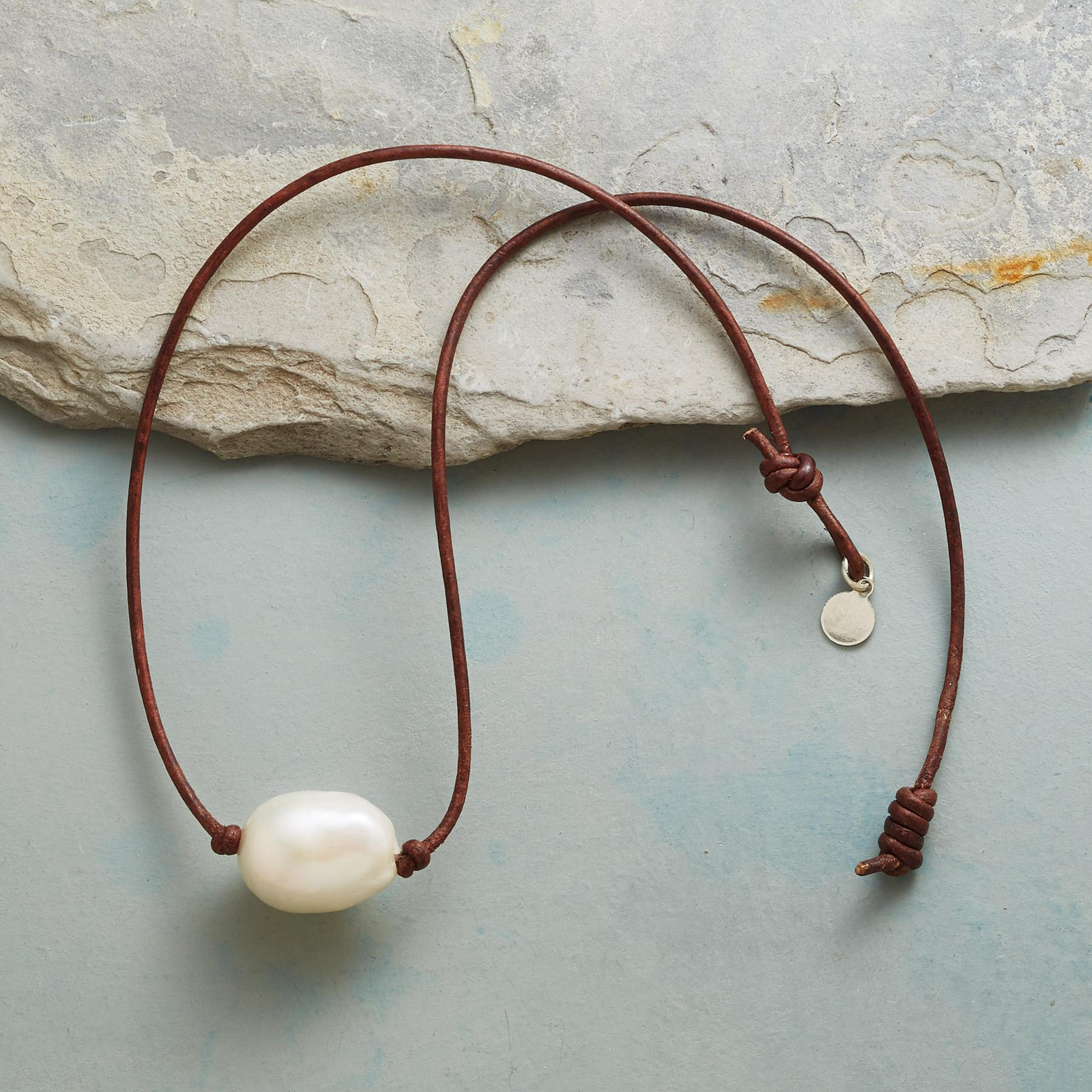 PERFECT PEARL CHOKER: View 2