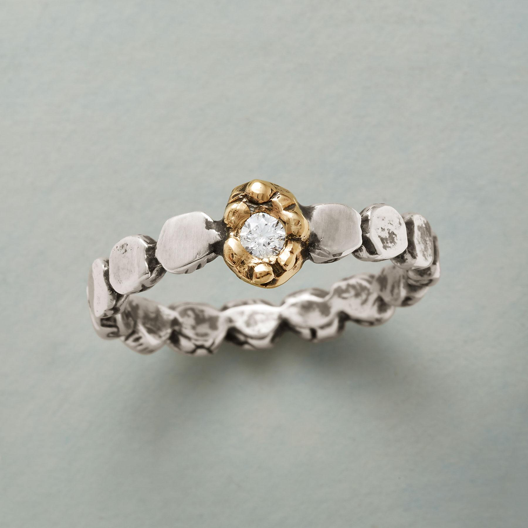 BLOOMING DIAMOND RING: View 1