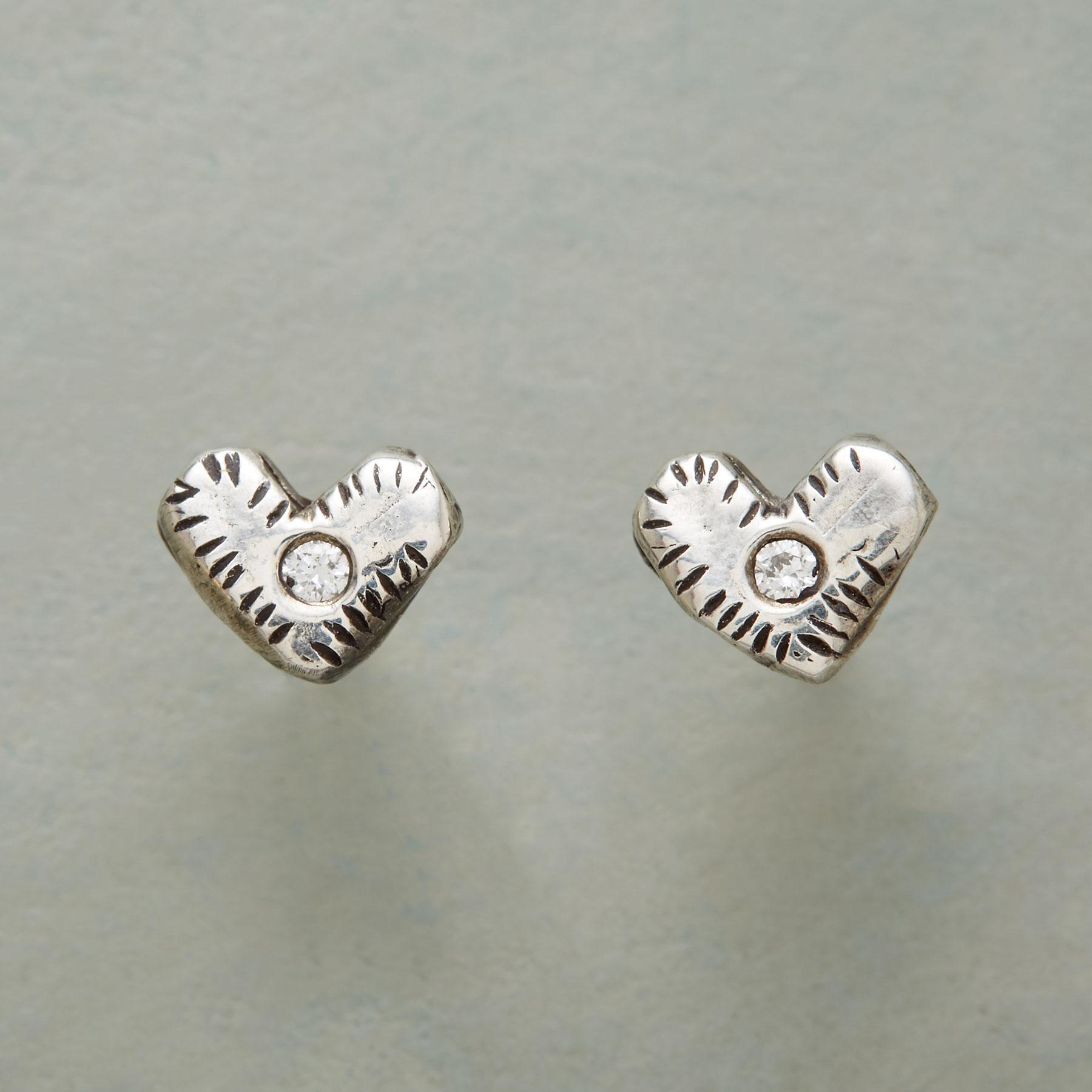 WINKING HEARTS EARRINGS: View 1