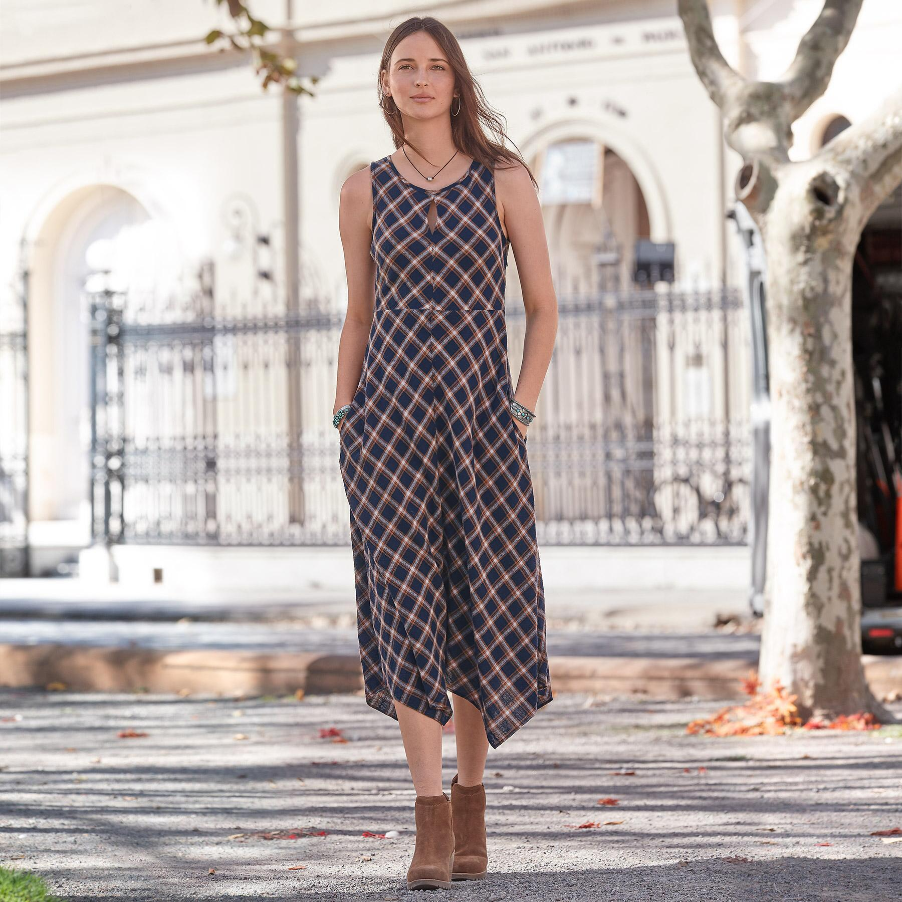 TOWN & COUNTRY DRESS: View 1
