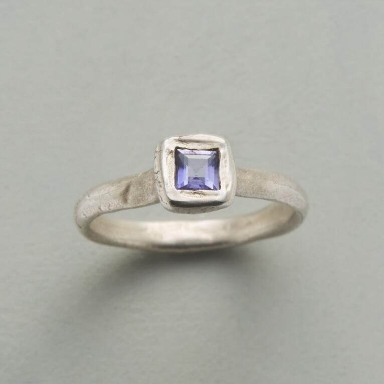 LIGHT OF IOLITE RING