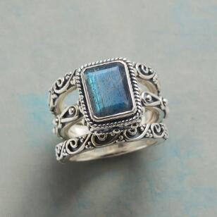 GIFT BOX RING TRIO