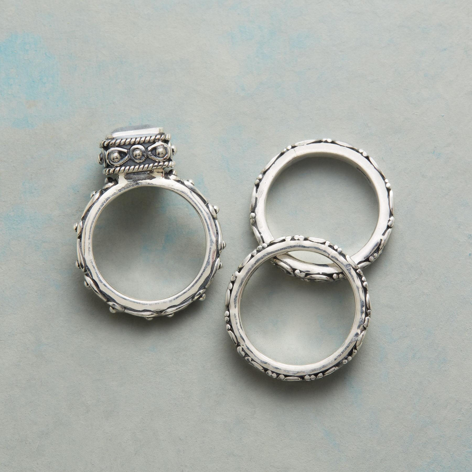 GIFT BOX RING TRIO: View 3
