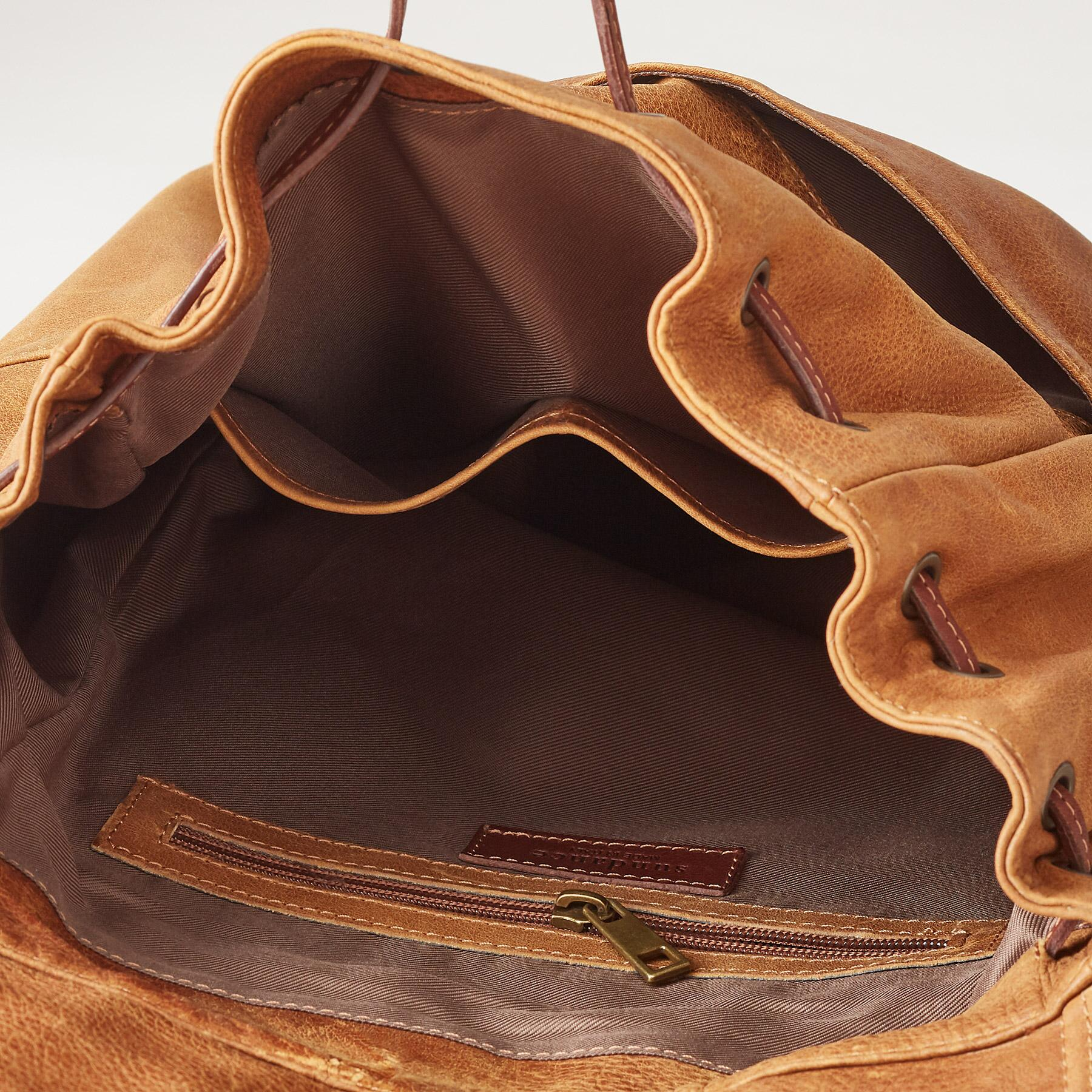 LEATHER SIMPLICITY BACKPACK: View 3