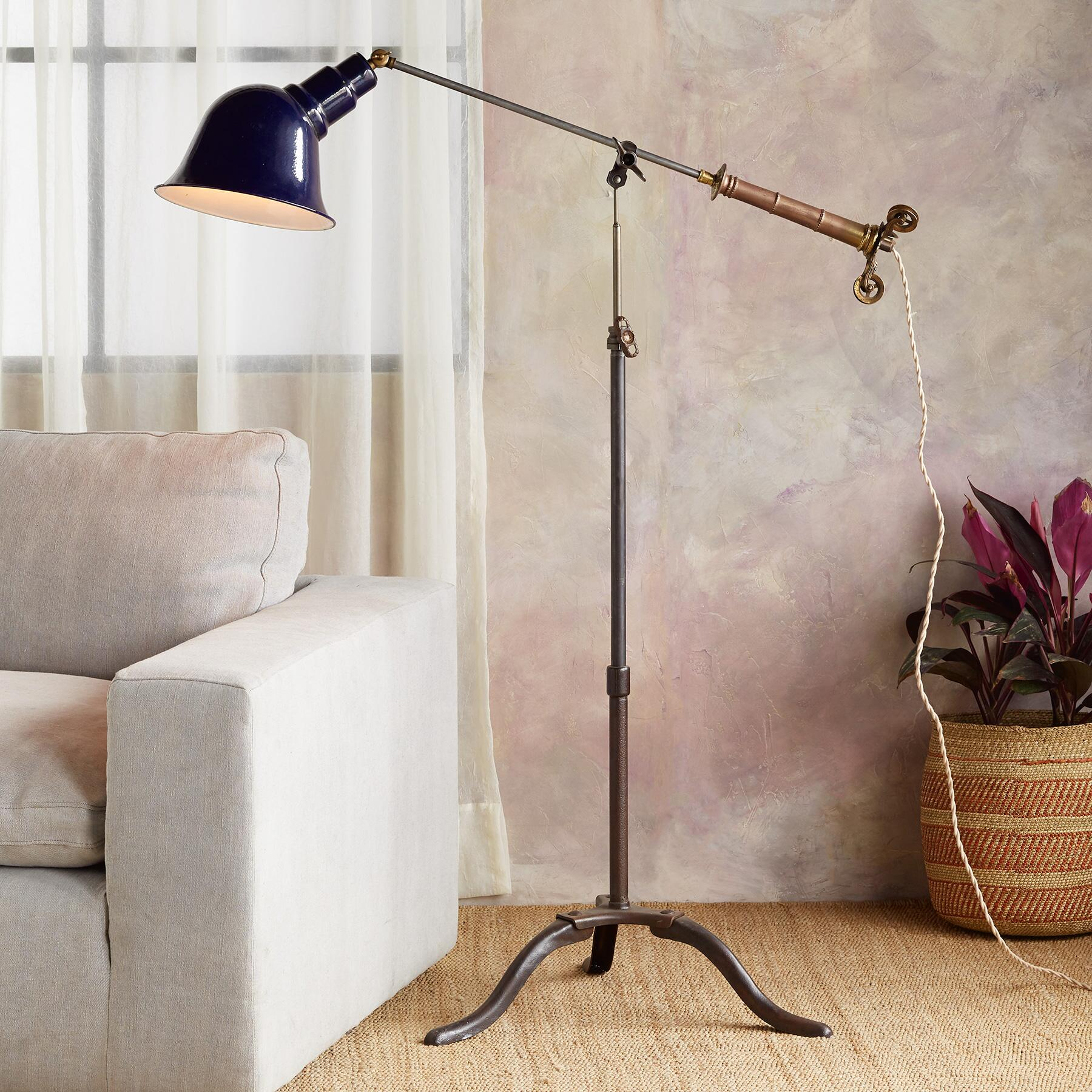 DOLRES RIVER FLOOR LAMP: View 1