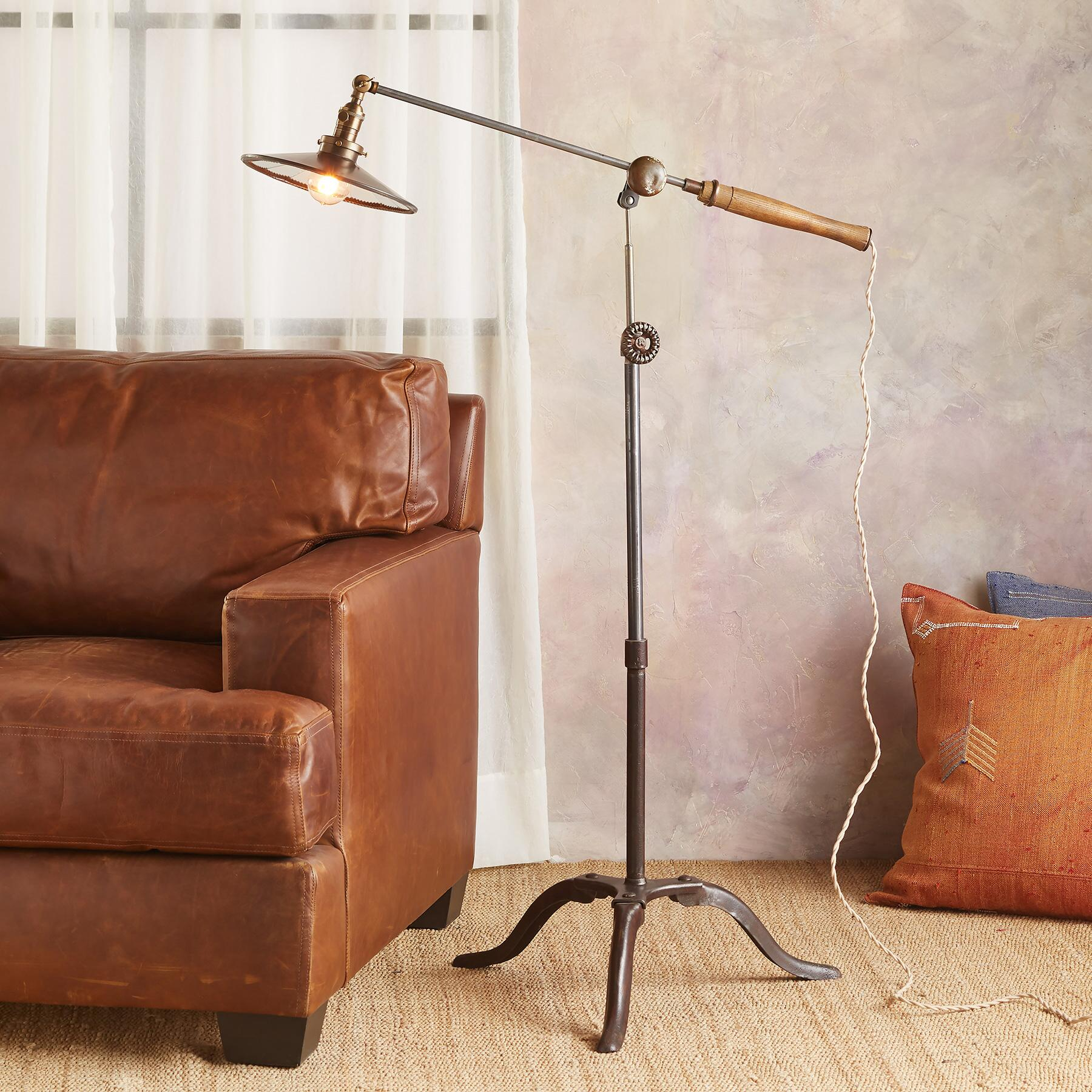 ROC CREEK FLOOR LAMP: View 1