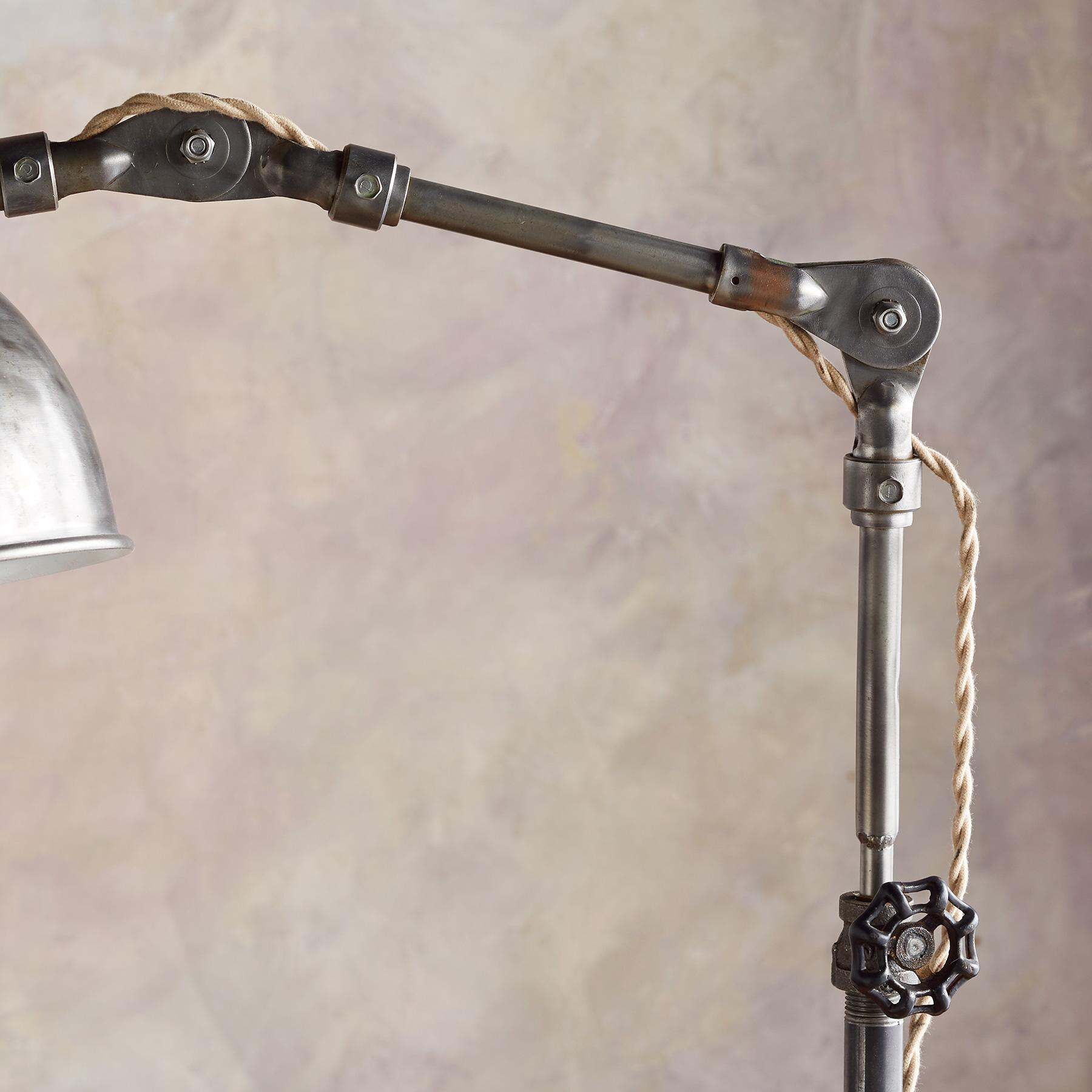BULL CREEK FLOOR LAMP: View 3