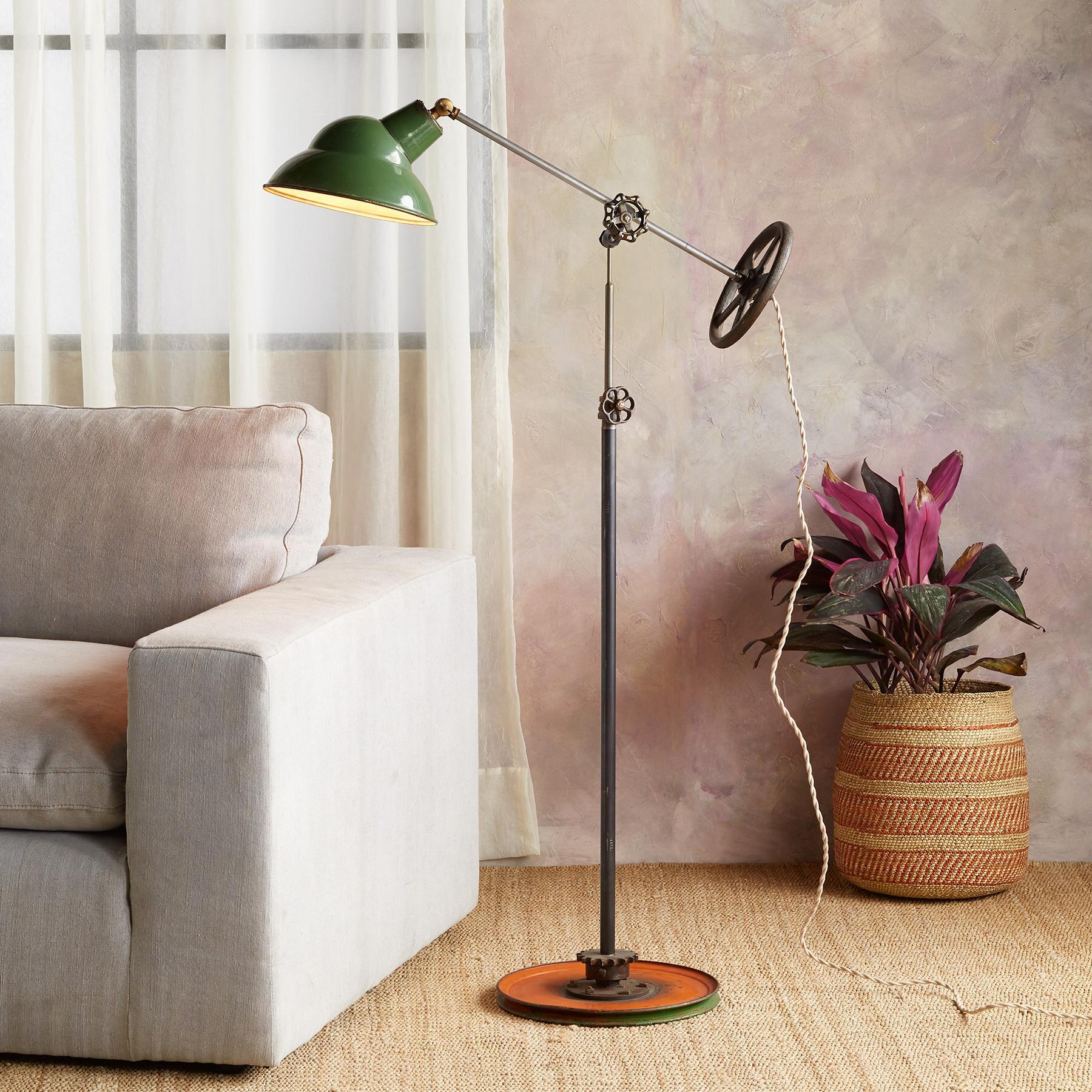PRICE RIVER FLOOR LAMP: View 1