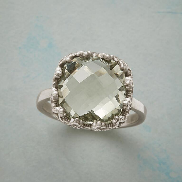 MAJESTIC MINT RING