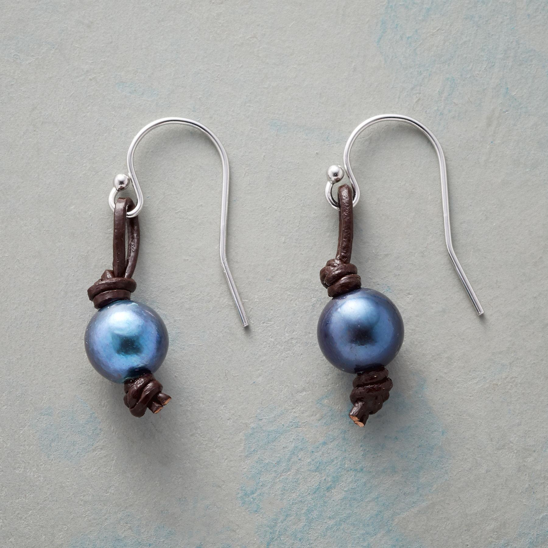 LEATHER KNOT PEARL EARRINGS: View 1