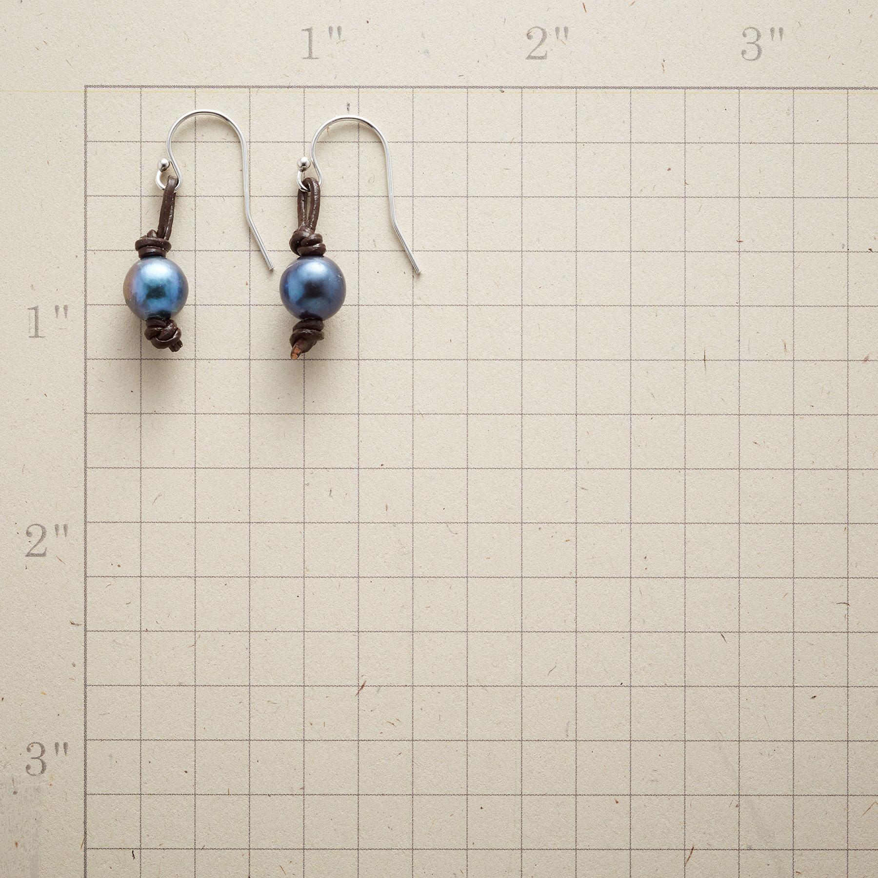 LEATHER KNOT PEARL EARRINGS: View 2