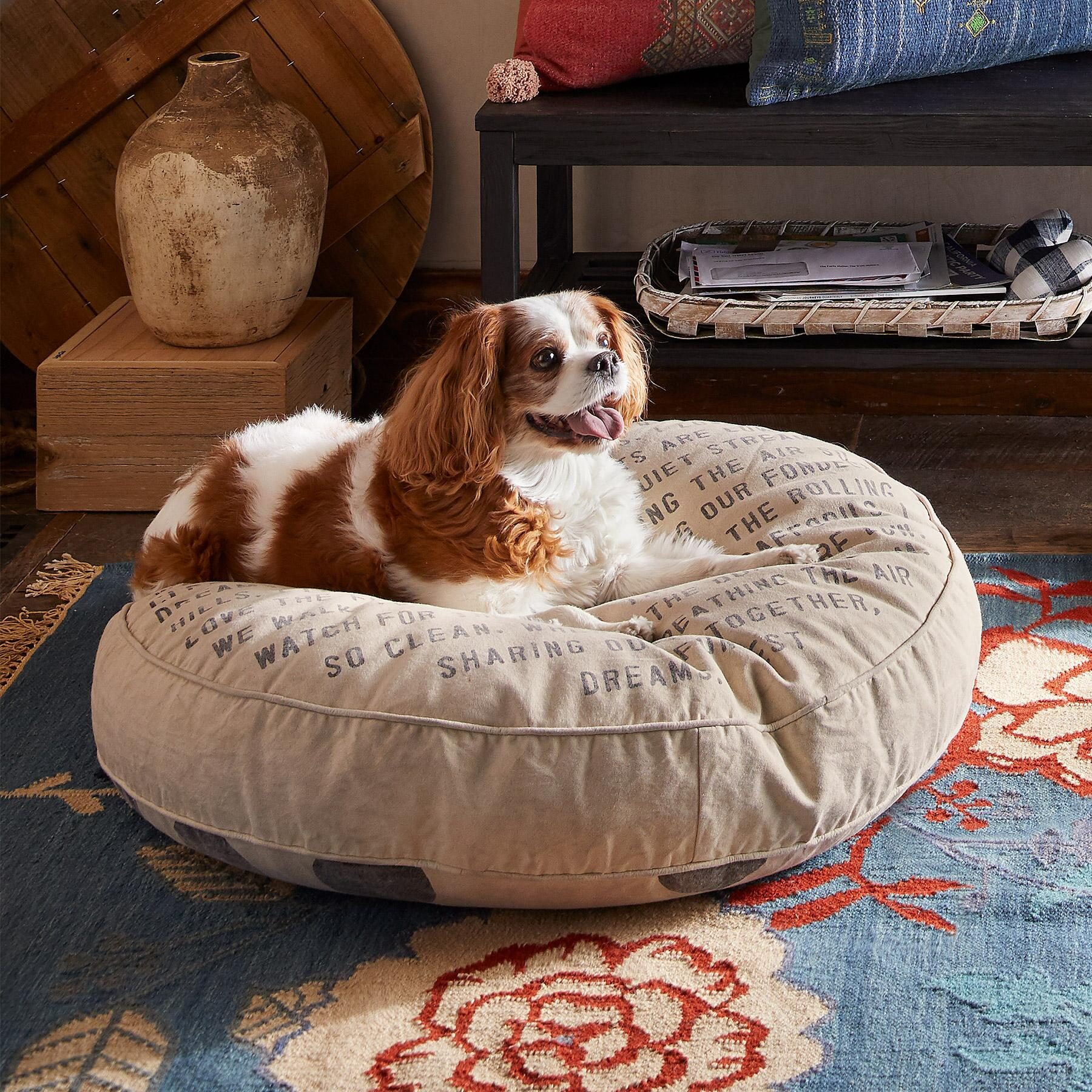 I LOVE THE MOUNTAINS DOG BED: View 1