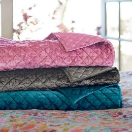BELLADONNA VELVET THROW