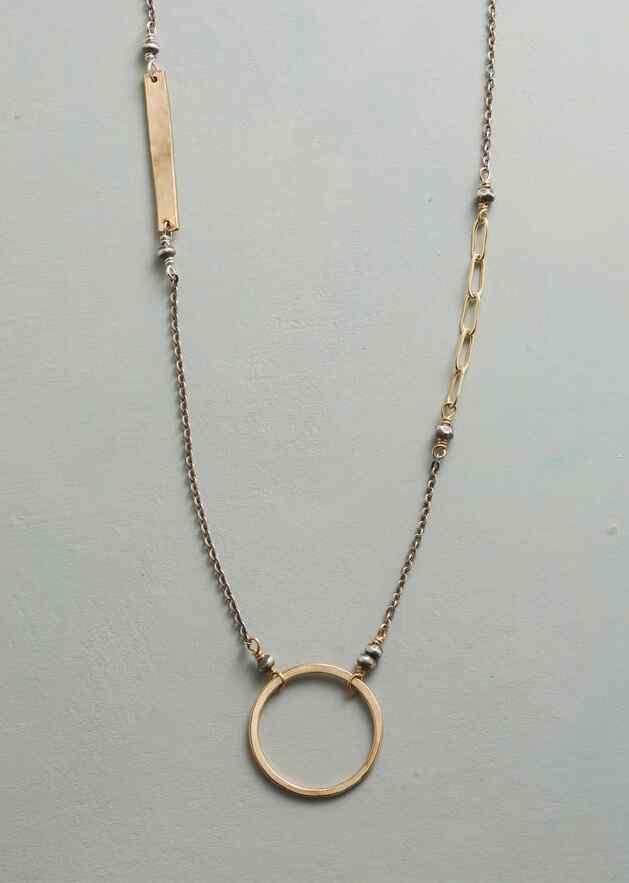MIX AND METAL NECKLACE