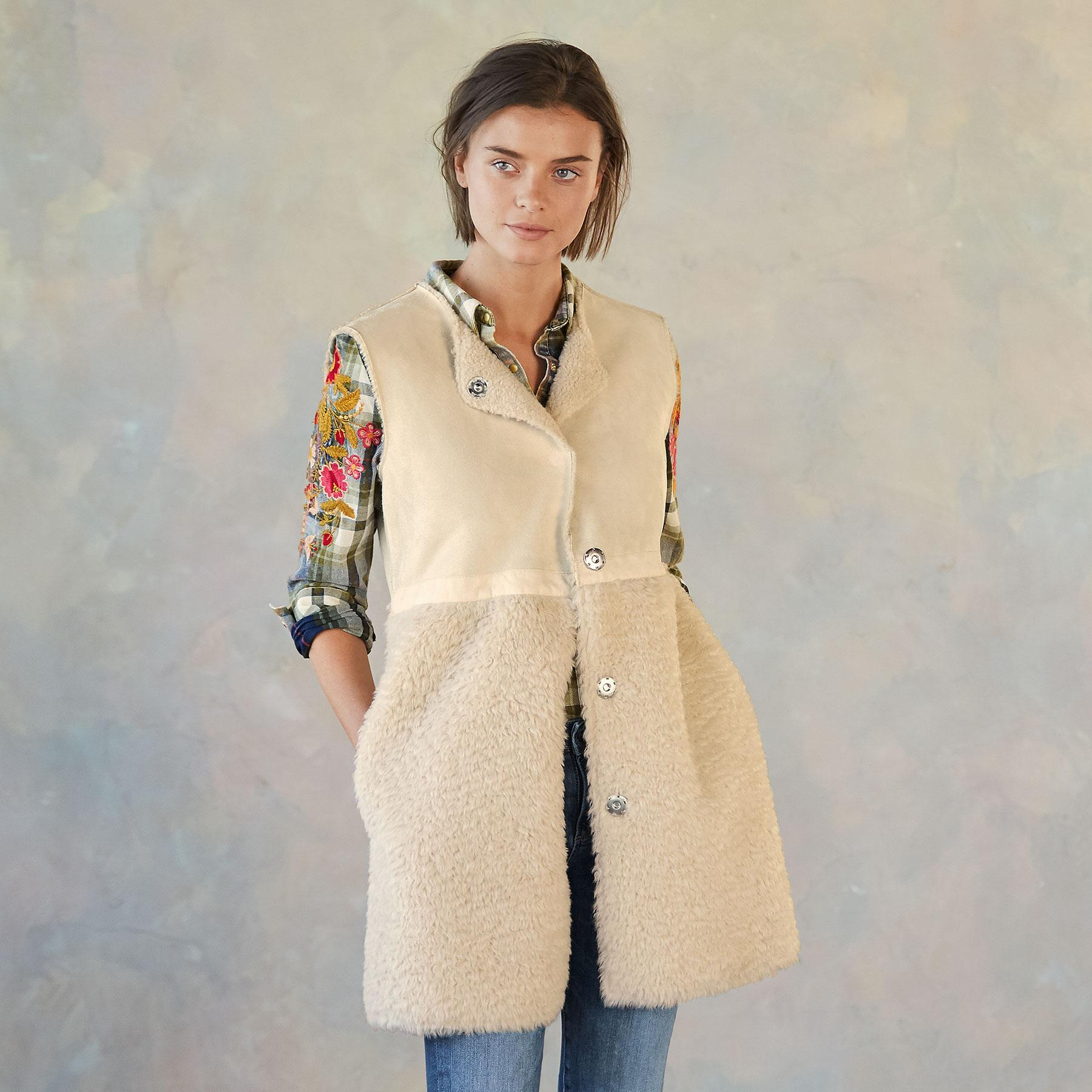 THESSALY REVERSIBLE VEST: View 1