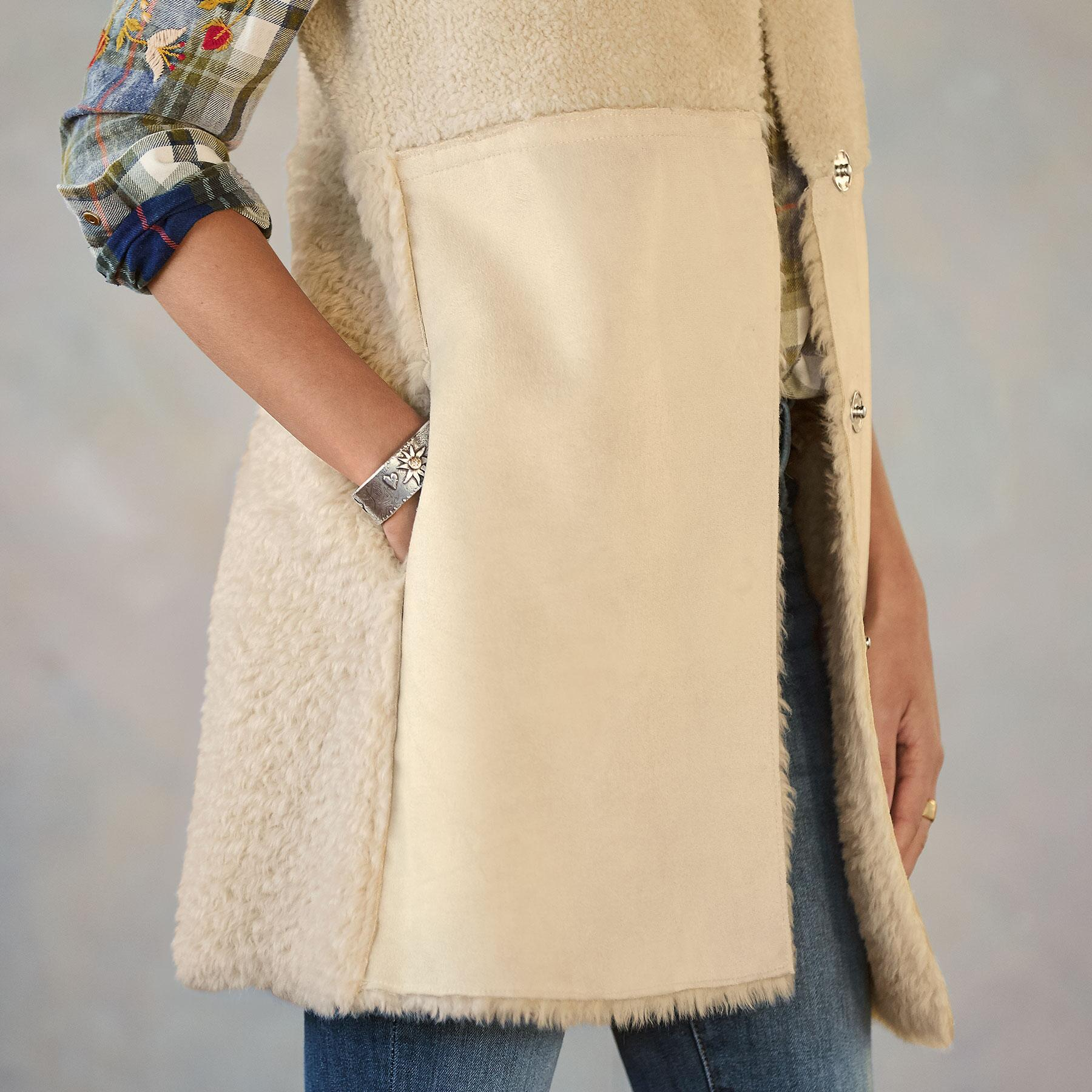 THESSALY REVERSIBLE VEST: View 6