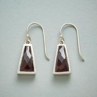 TITIAN TRAPEZOID EARRINGS