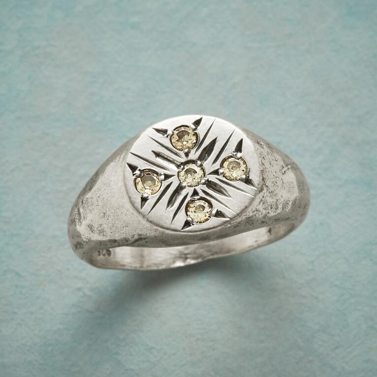 SHINING STAR SIGNET RING