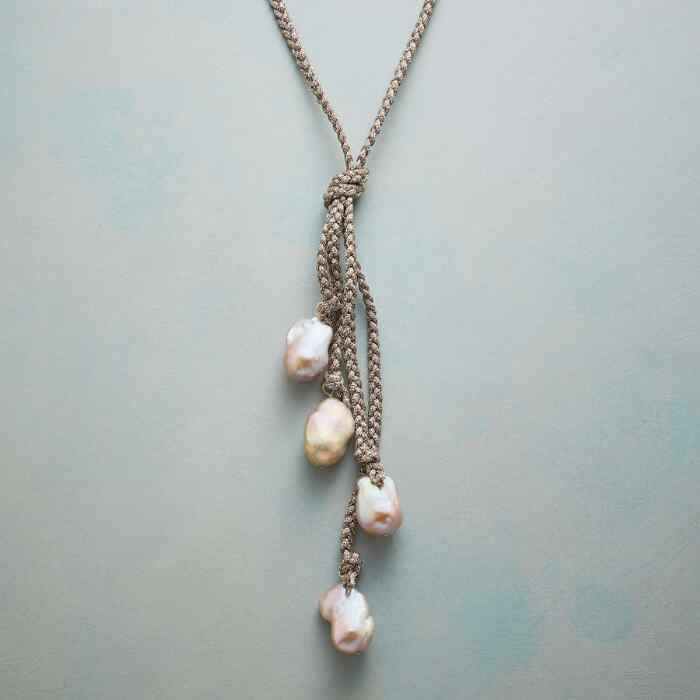 GISELLE PEARL NECKLACE