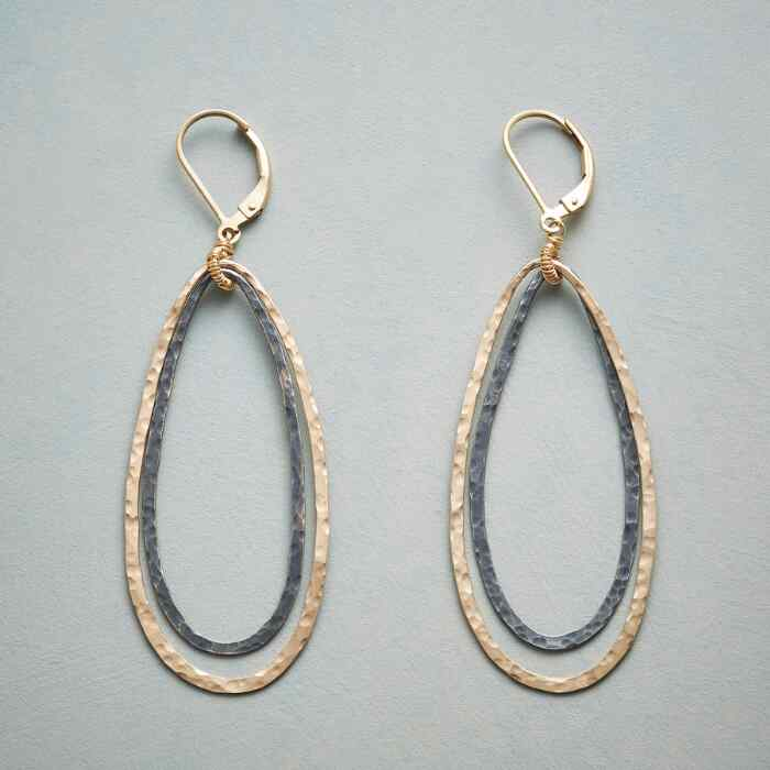 GRACEFUL RHYTHM EARRINGS